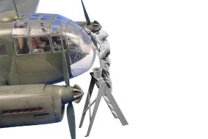 CMK F48358 Siebel Si 204/Aero C-3 Airman (cleaning canopy glazing) 1/48