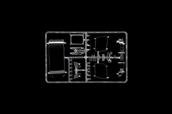 Italeri 3948 MERCEDES-BENZ MP4 BIG SPACE 1/24