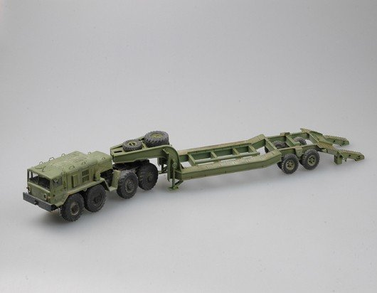 Trumpeter 00212 MAZ-537G Late Production type with MAZ/ChMZAP-5247G semitraii (1:35)