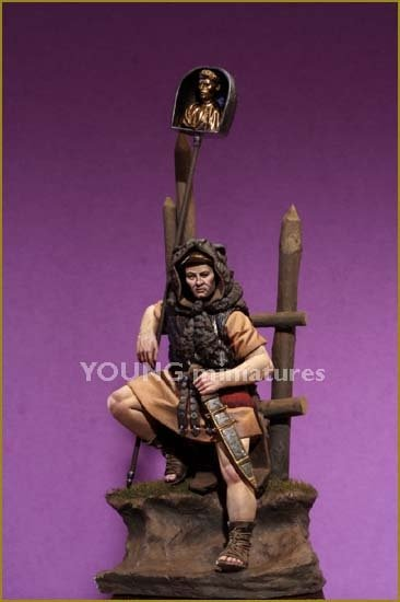 Young Miniatures YH7004 Roman Imaginifer 1st Century AD 70mm