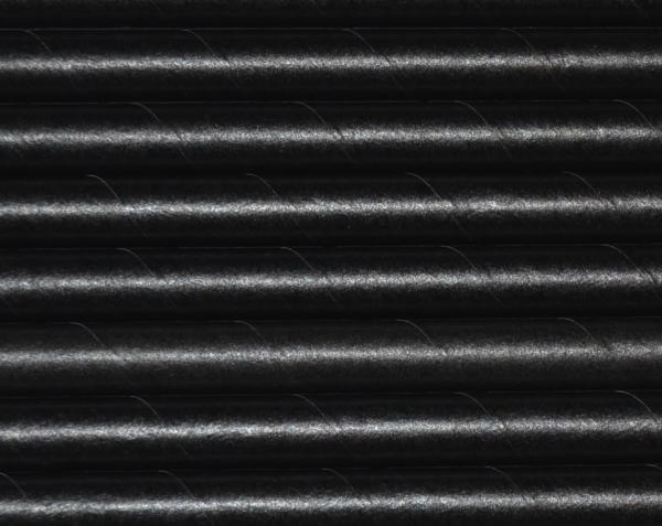 czarne słomki z papieru