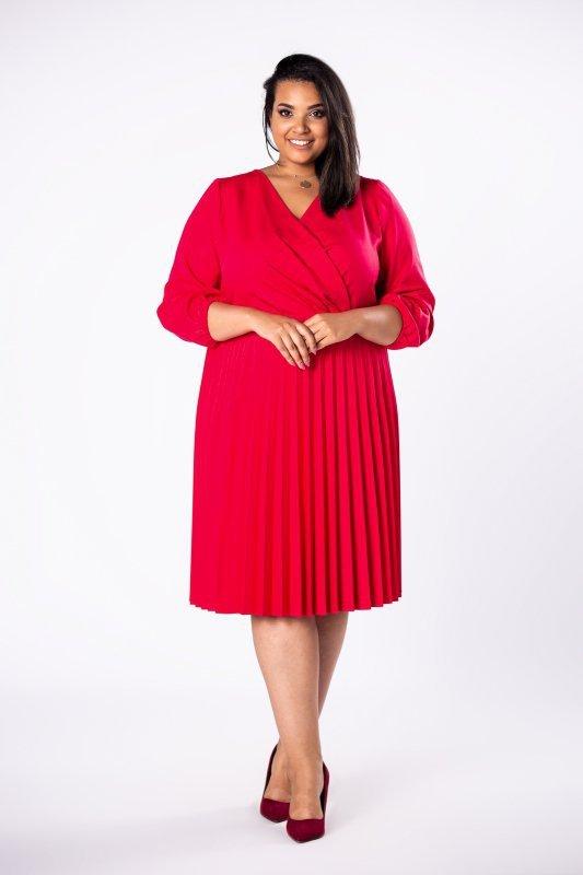 sukienka o kopertowym kroju z plisowanym dołem