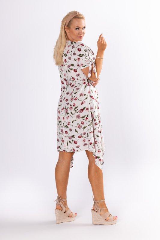 sukienka z wydłużonymi bokami