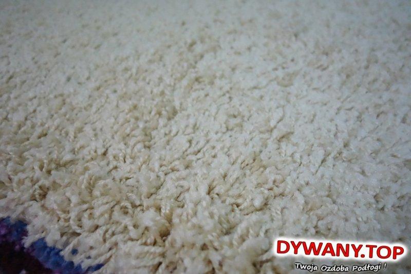 żółtawy dywan