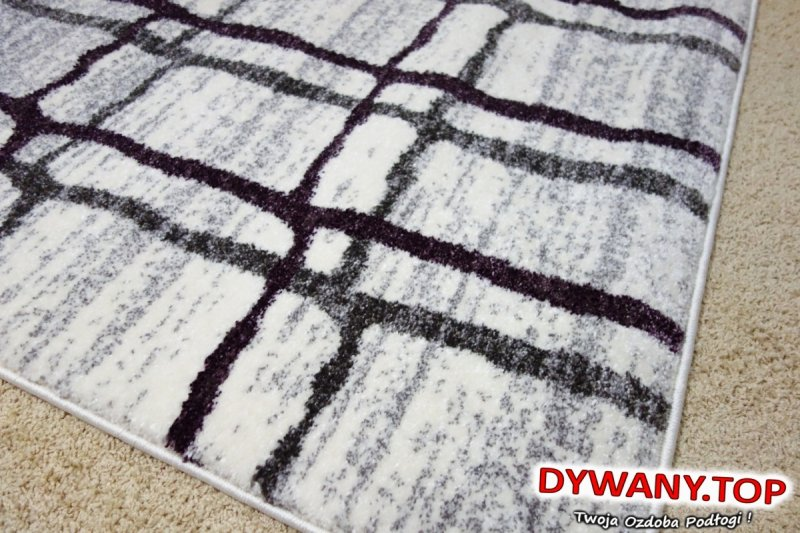 biały dywan