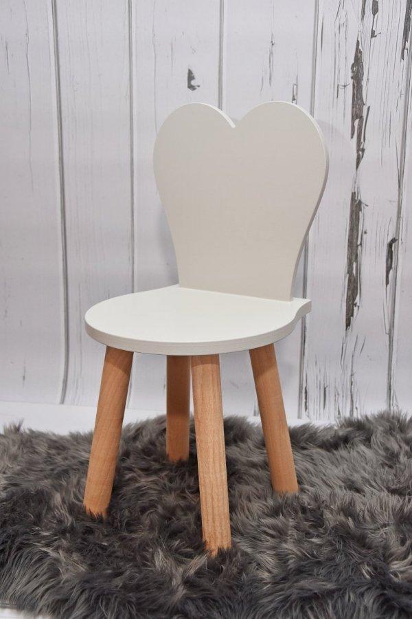 Krzesełko dziecięce serduszko