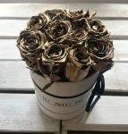 Złote żywe ŚWIEŻE róże w małym białym boxie
