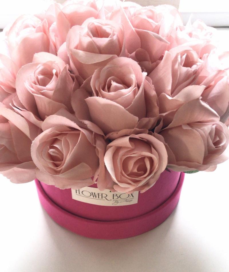 Promocja-40 % Velvet box  z jedwabnymi rózami -L