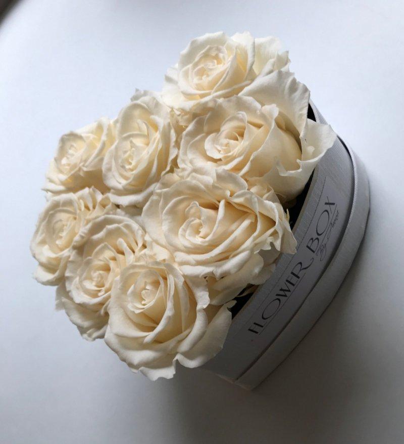 Kremowe wieczne róze CHAMPAGNE w mini boxe heart