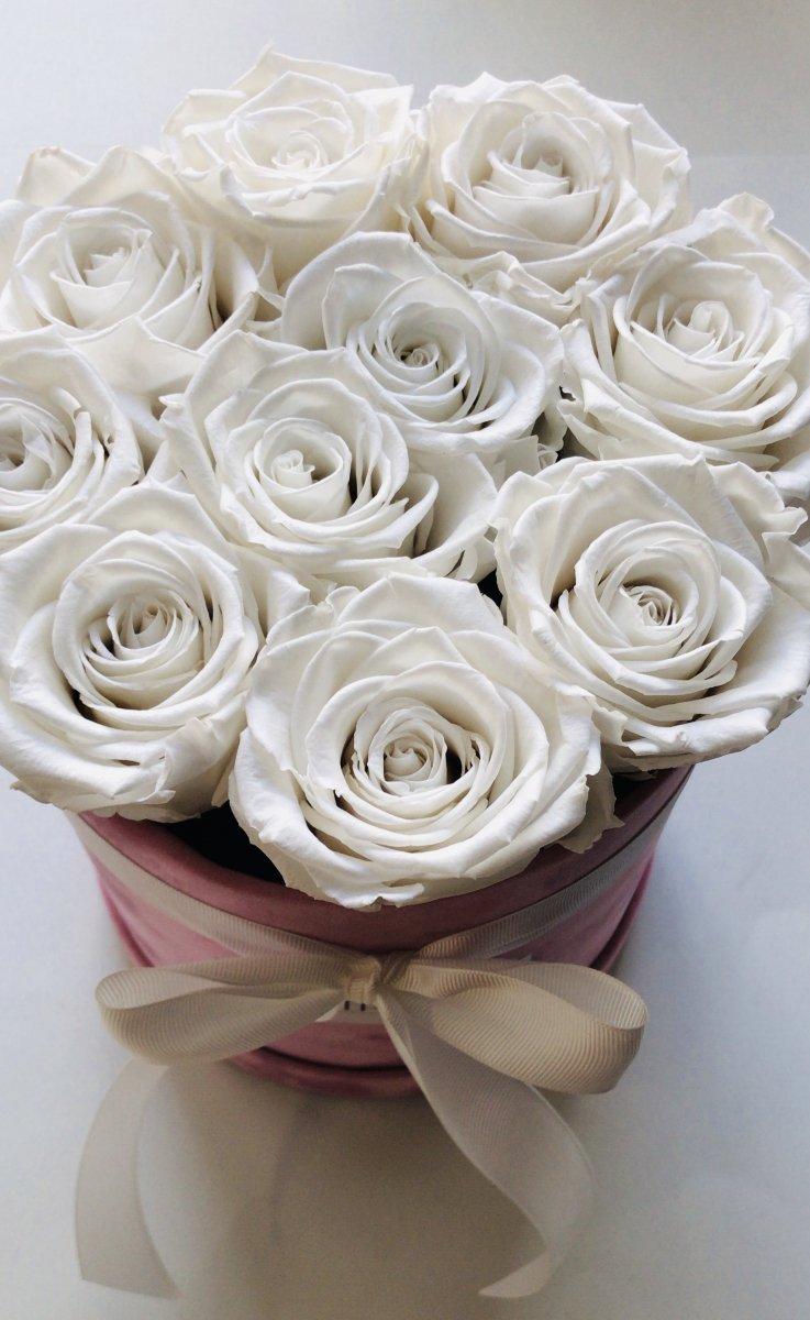 Białe,WIECZNE żywe róże w średnim velvet rózowym boxie