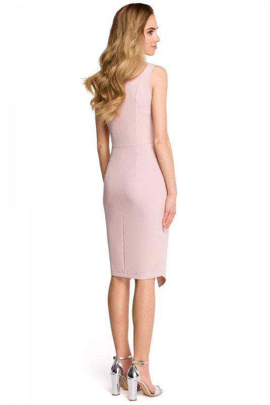 S105 Sukienka z asymetrycznym rozcięciem - pudrowa