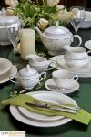 Villa Italia Linda - Serwis do herbaty dla 12 osób (27 elementów)Villa Italia Linda to klasyczna i elegancka forma ozdobiona delikatnym motywem roślinnym. Kolekcja wykonana jest z porcelana typu bone china. Brzegi naczyń są ręcznie zdobione platyną. Możn...