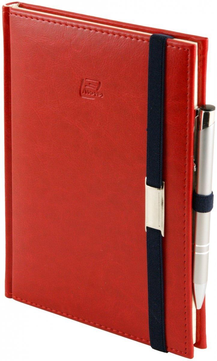 Notes A5 z długopisem zamykany na gumkę z blaszką  oprawa Nebraska czerwona - okładka
