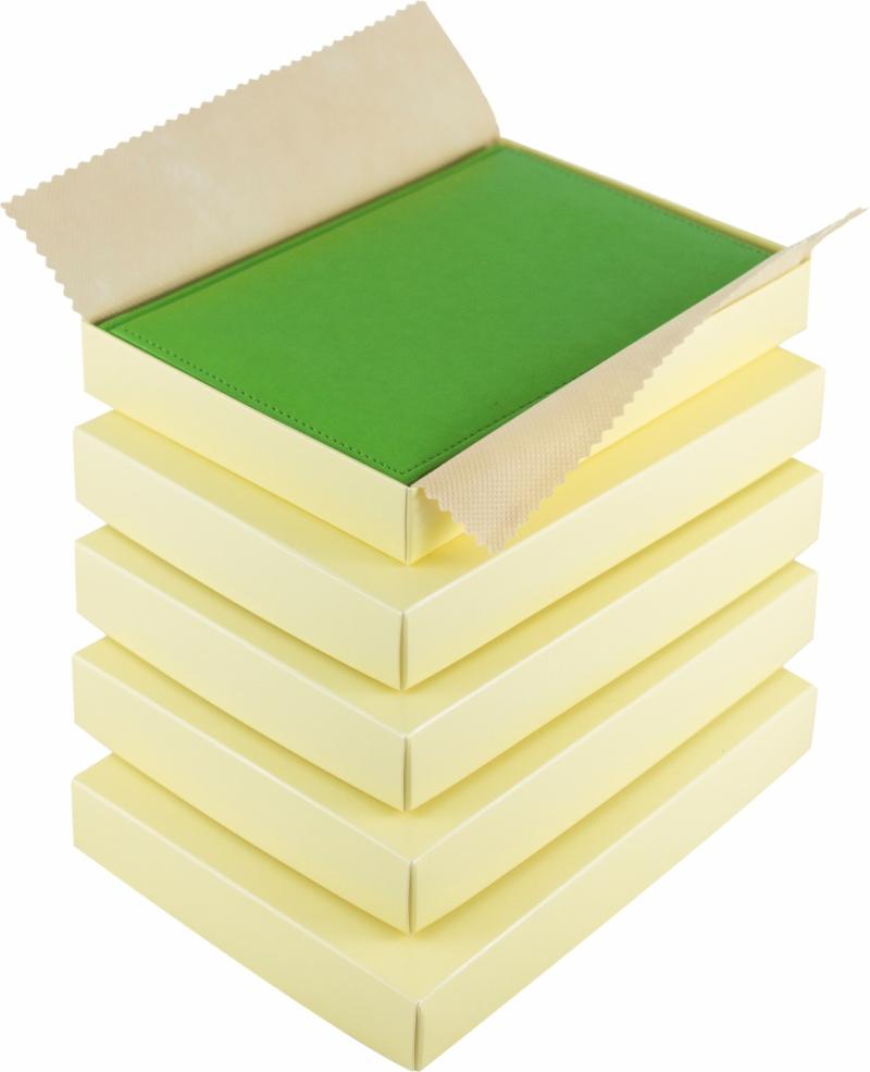 pudełka prezentowe na kalendarz B5 wyłożone ozdobnym materiałem