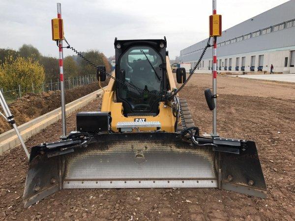 AP Powerblade system niwelacji terenu na ładowarkę gąsienicową