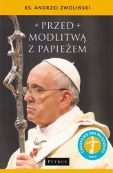 Przed modlitwą z papieżem ks Andrzej Zwoliński