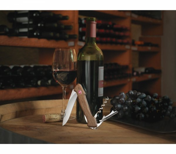 Victorinox Delemont Wine Master, 130 mm, drzewo orzechowe 0.9701.63