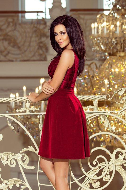 Sukienka z koronkowym dekoltem i kontrafałdami - Bordowa - numoco 208-3