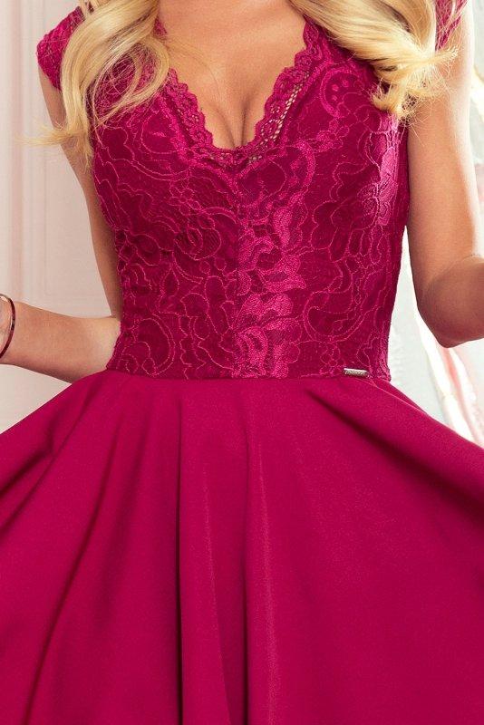 Sukienka z dłuższym tyłem i koronkowym dekoltem Patricia - Bordowa - numoco 300-4