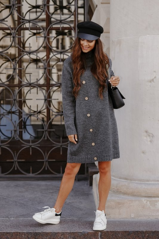 Swetrowa sukienka z golfem i guzikami LS304