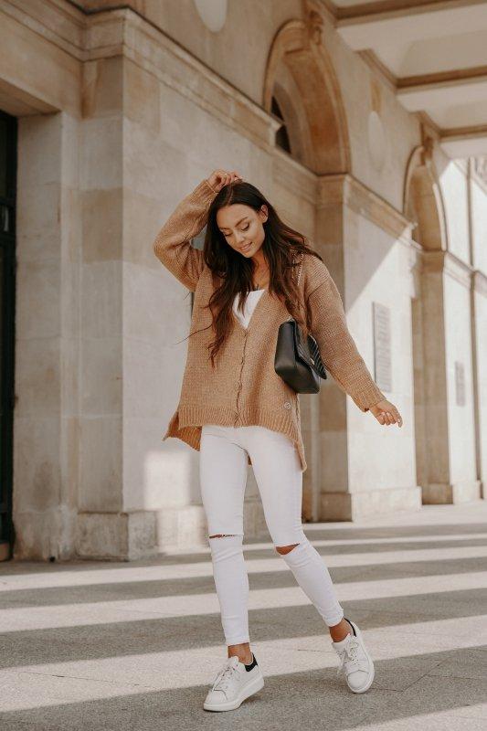 Sweter z guzikami i dłuższym tyłem - LS307- kamel -4