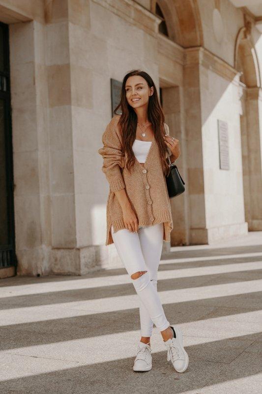 Sweter z guzikami i dłuższym tyłem - LS307- kamel -9