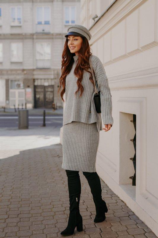 Komplet swetrowy – spódnica i sweter z golfem - jasnoszary- 3