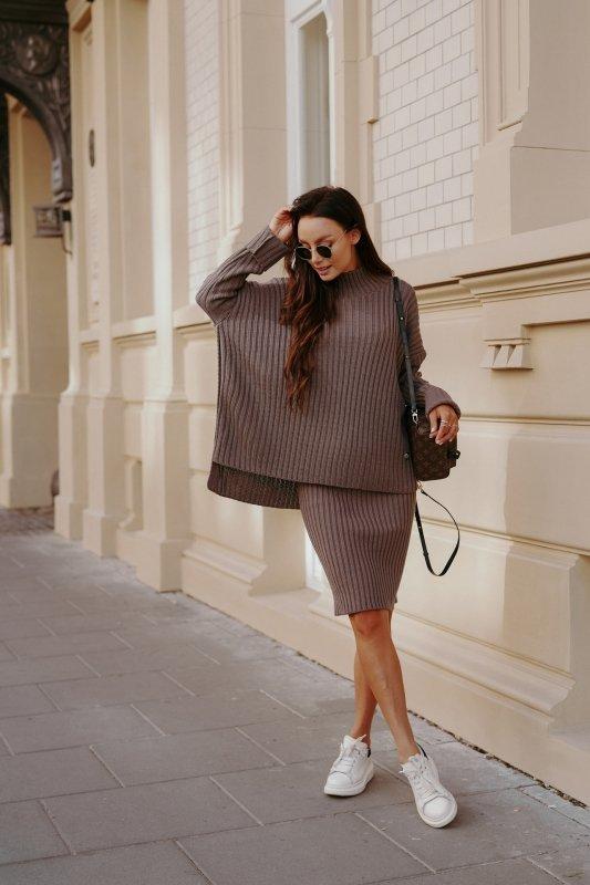 Komplet swetrowy – spódnica i sweter z golfem - capucino- 3
