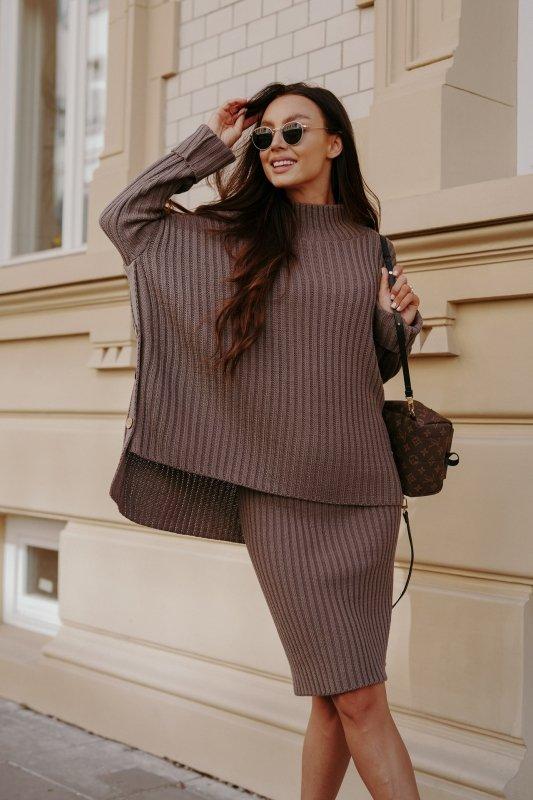 Komplet swetrowy – spódnica i sweter z golfem - capucino- 5