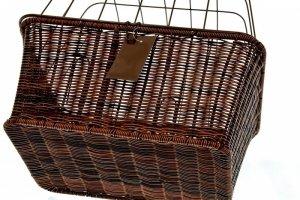 Koszyk na bagażnik HT-505 brązowy do przewozu zwierząt - imitacja ratanu + siatka zamykany