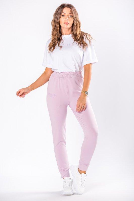 dresowe spodnie z wyszywanym nadrukiem przy kieszeni