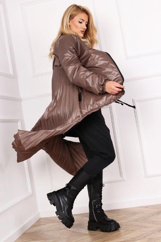 płaszcz z plisowanym tyłem