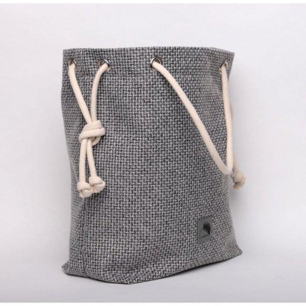 Szara torba z grubo plecionej tkaniny, rączki ze sznurka