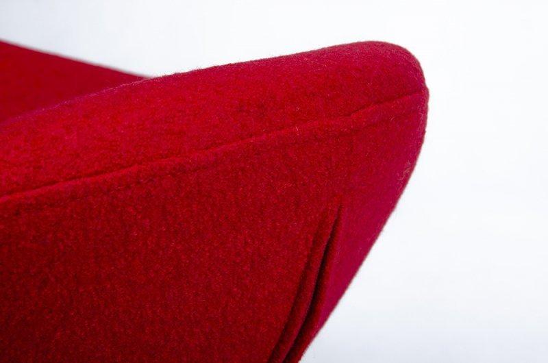 Podnóżek EGG SZEROKI BLACK czerwony.1 - wełna, podstawa czarna