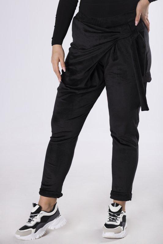 welurowe spodnie z kopertową zakładką