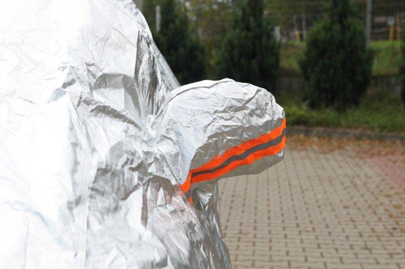 01110 Plandeka na samochów - rozmiar M srebrna