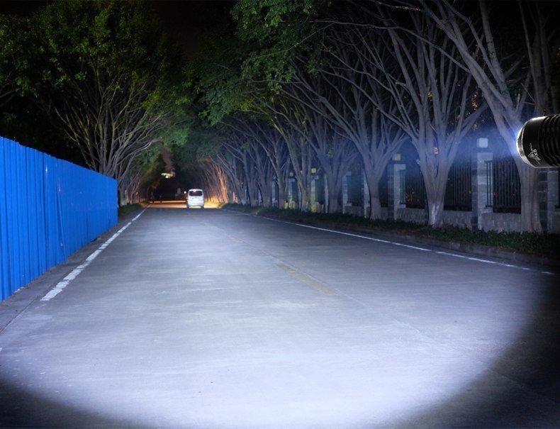 Latarka LED Cree 800 lumen Maclean Energy MCE220 + ładowarka + uchwyt rowerowy
