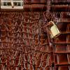 Ekskluzywny Lakierowany Kuferek Skórzany w motyw aligatora Vittoria Gotti Made in Italy Brązowy