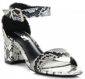 Modne Sandały Damskie na obcasie firmy Bellucci Motyw Węża Czarno-Białe