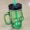 słoik do napojów z uchwytem i rurką - zielona czaszka