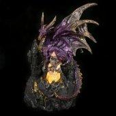 Fioletowy Smok na zamku - figurka z lampką LED