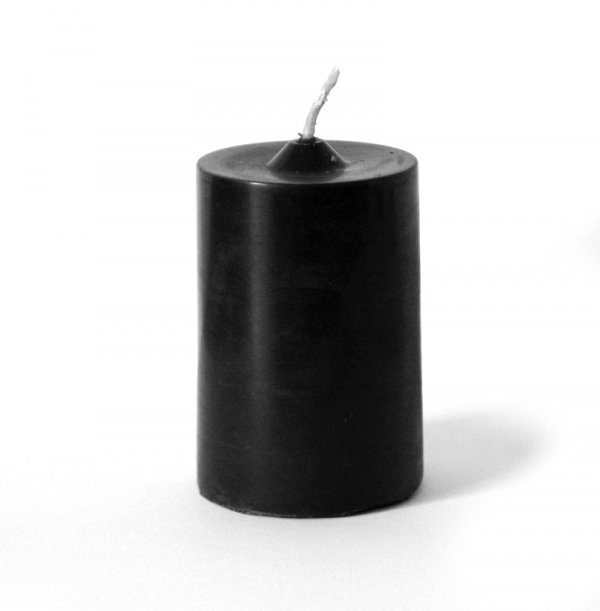 całkowicie czarna świeca