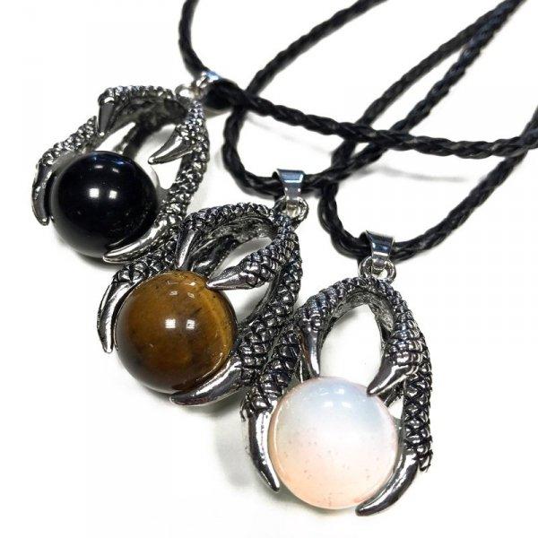 wisiorki z różnymi naturalnymi kamieniami - Smocze Łapy