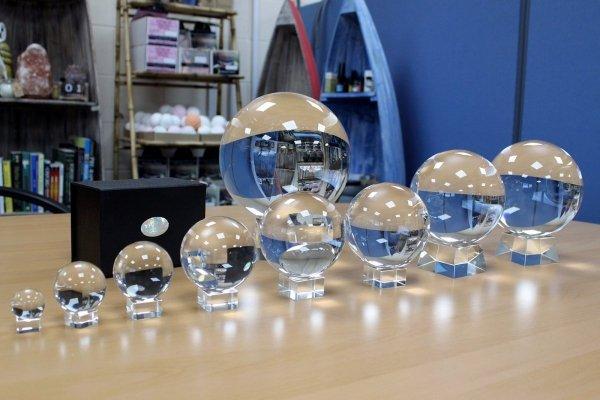 magiczne kule kryształowe do wróżenia różne rozmiary