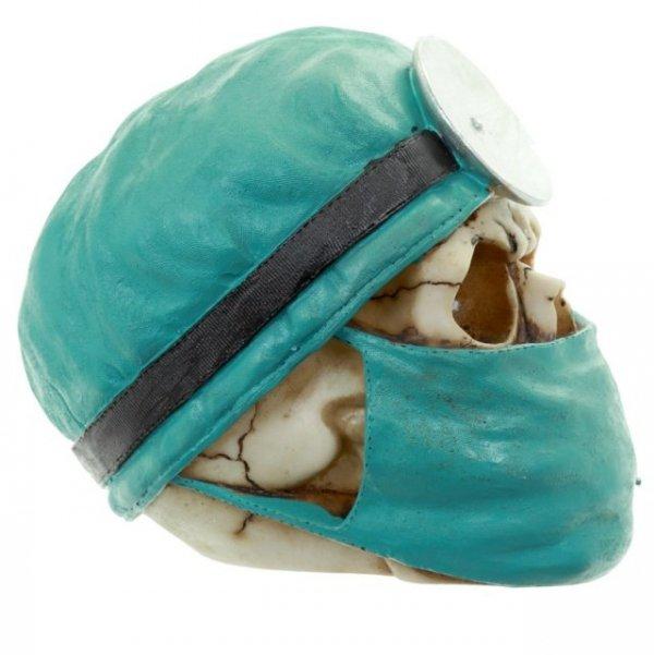 figurki czaszek - czaszka w czepku i masce lekarskiej