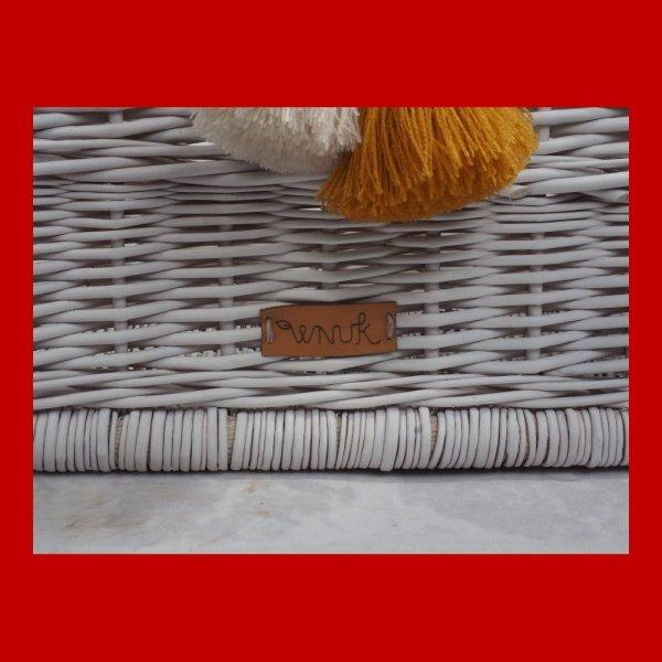 Skrzynka biała z pomponami(35cm) - sklep z wiklina - zdjęcie 3