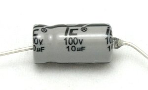 Kondensator 10uF 50V osiowy Illinois