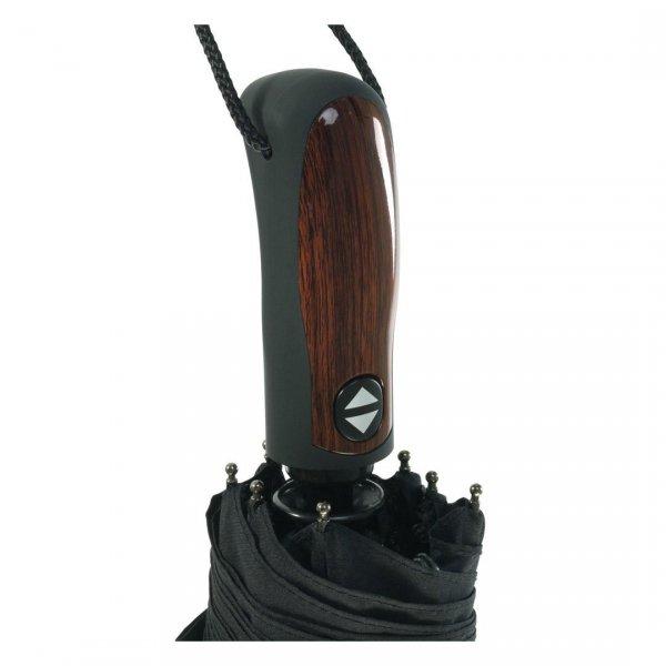 Bardzo wygodna wydłużona rączka z wstawką imitującą drewno