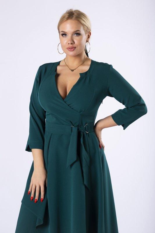 sukienka o kopertowym kroju z wiązaniem w pasie