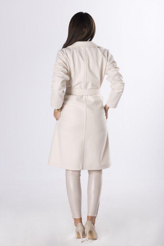 płaszcz z wiązaniem w pasie